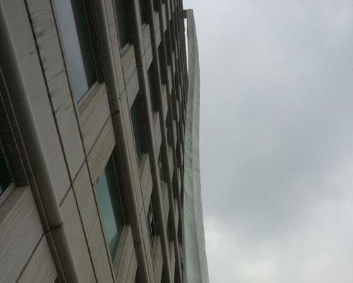 نجات جان افراد در ساختمان بلند مرتبه توسط شوت نجات