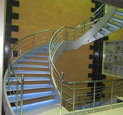 راه پله گرد رنگ استيل