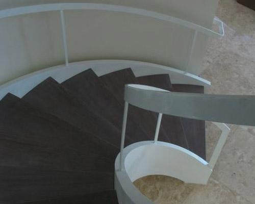 پله پیش ساخته کرم و سفید