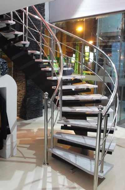 پله پيش ساخته گرد در مغازه