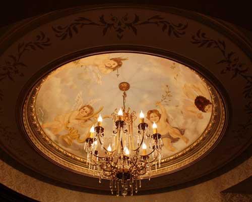 نقاشی فرشته به صورت پتینه کاری سقف ساختمان