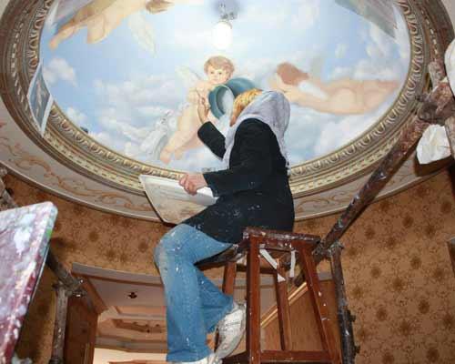 نمونه کار پتینه در حال اجرا توسط استاد نقاشی ساختمان