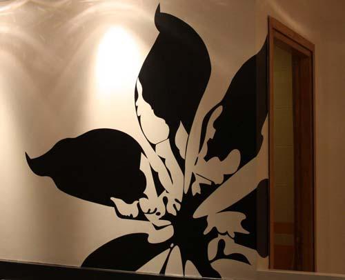 پتینه کاری گل بر روی دیوار ساختمان