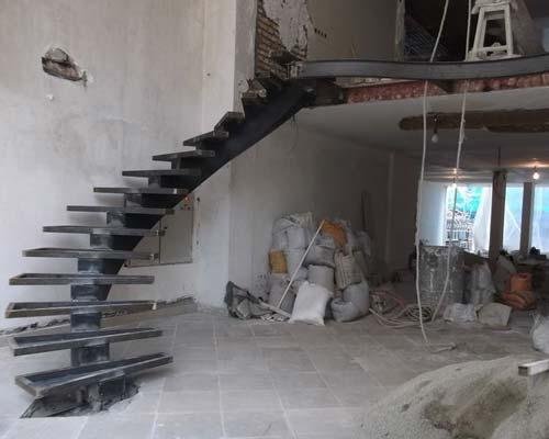 پله پيش ساخته در حال ساخت