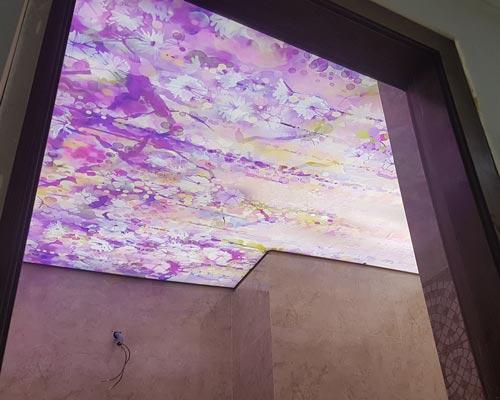 سقف کشسان رنگی با طرح های مختلف در سرویس بهداشتی