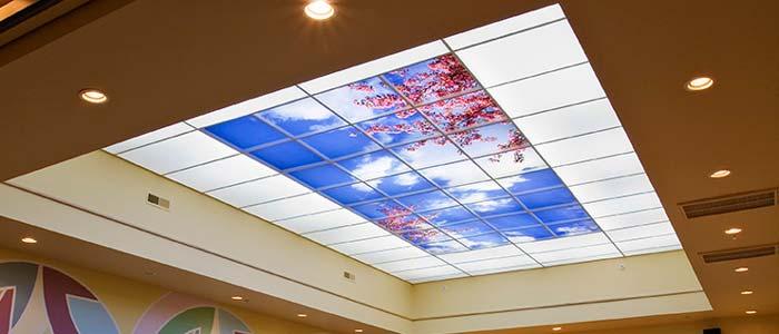 سقف آسمان مجازی شکوفه با نورپردازی دور سقف