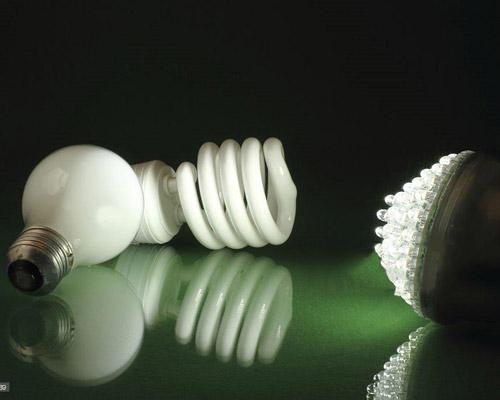 مقایسه لامپ ال ای دی با لامپ کم مصرف فلورسنت از نظر قابلیت های مختلف هر دو لامپ کم مصرف