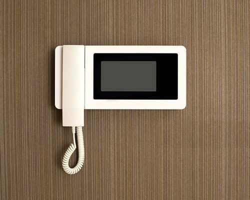پنل ورودی درب بازکن تصویری یا آیفون تصویری که دارای کلید لمسی می باشد