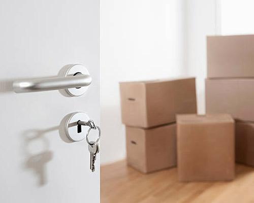 این تصویر قفل یک درب منزل جدید را نشان می دهد