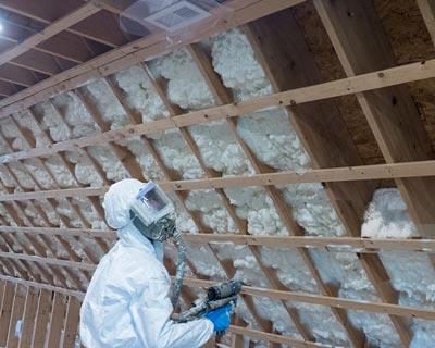 اجرای عایق حرارتی فوم پلی اورتان با استفاده از تجهیزات ایمنی