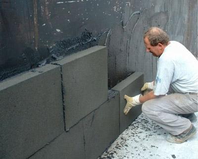 اجرای عایق پلی استایرن با چسباندن به دیوار اصلی