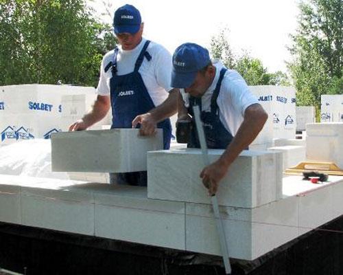 استفاده از بلوک ایربتن در ساختمان و برش با اره و نصب راحت
