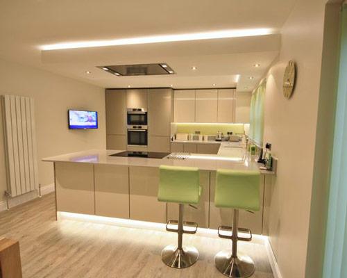 استفاده از لامپ ال ای دی نواری در طراحی و نورپردازی آشپزخانه و سقف خانه
