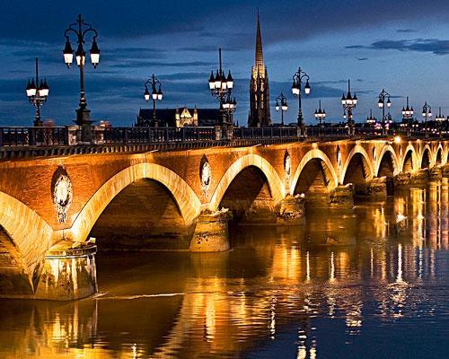 وال واشر ها در زیبایی نورپردازی پل های شهری و نورپردازی نما های تاریخی نقش به سزایی دارند