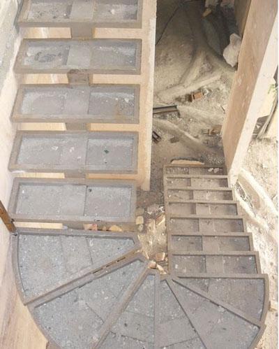 استفاده از کف پله های متنوع در راه پله یو شکل