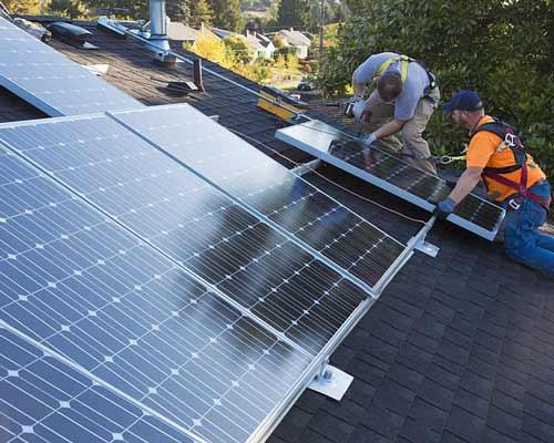 نصب پنل بر روی پشت بام خانه