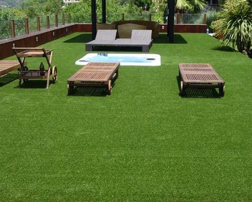 استفاده از رول های چمن مصنوعی در بام سبز