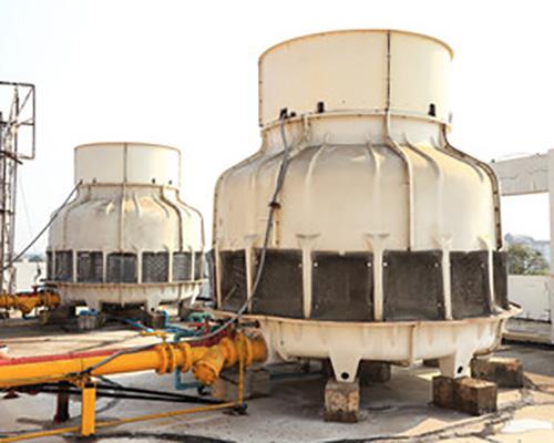 برج خنک کننده فایبر گلاس نصب شده در پشت بام