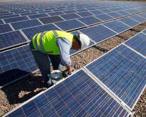 طراحی ، اجرا و نصب پنل های خورشیدی در سطح نیروگاهی