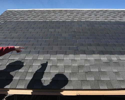 سلول های خورشیدی بر روی سقف ساختمان