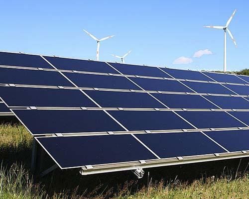 پنل خورشیدی و توربین بادی