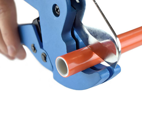 با قیچی لوله پنج لایه یک برش تمیز و صاف داشته باشید