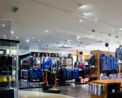 محاسبات روشنایی برای فروشگاه های لباس و مراکز خرید با استفاده از چراغ های سقفی پریسکوپی یا ریلی فروشگاهی