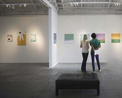 طراحی روشنایی و نورپردازی گالری ها و نمایشگا های خصوصی عکس