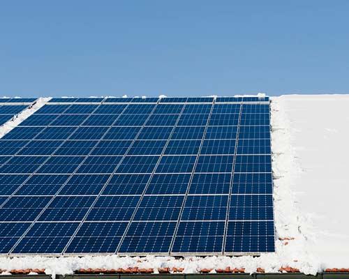 پنل خورشیدی با پوشش نانو برای اک شدن برف ها در روز های برفی به صورت سریعا