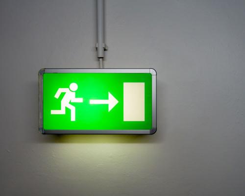 روشنایی فرار برای ایمنی بیشتر ساختمان در هنگام وقوع حادثه یا خاموشی