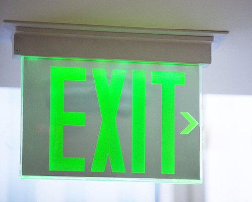 فرار در شرایط بحرانی و چراغ شیشه ای EXIT