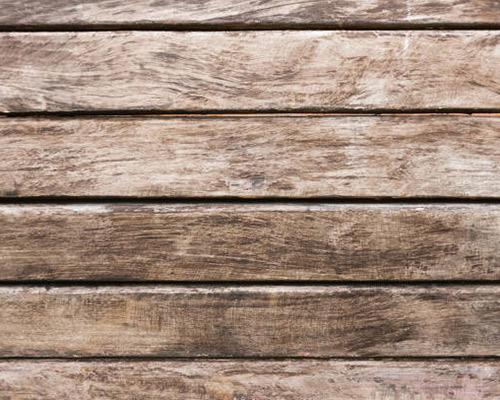 در این عکس یک نمای چوبی را مشاهده می کنید که بسیار زیبا به نظر می رسد