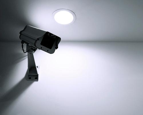 روشنایی بحرانی برای دوربین مدار بسته در شب