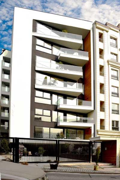 پنجره دوجداره ترمال بریک در نمای ساختمان مدرن