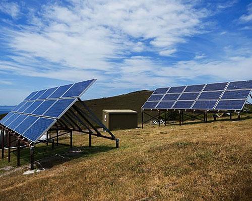 آبگرمکن خورشیدی روی چمنزار