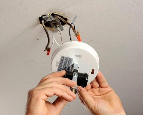 نصب چراغ های ریلی در آشپزخانه یا فروشگاه