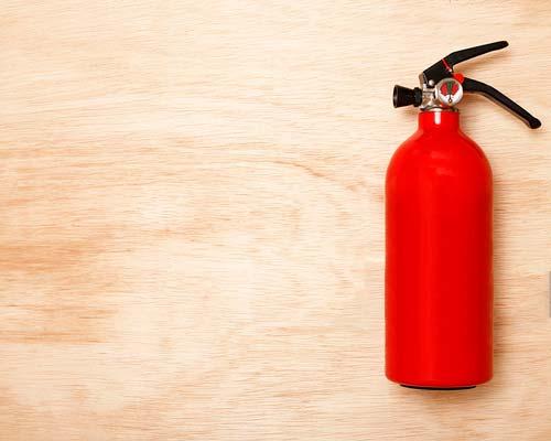 اطفا حریق به کمک کپسول آتش نشانی