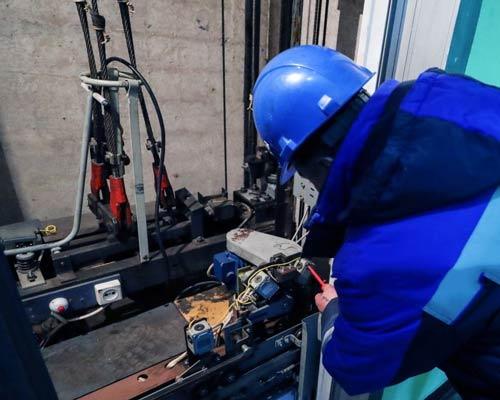 تعمیر و نگهداری اضطراری به عهده شرکت با قرارداد های سالیانه می باشد
