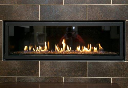 ایجاد حرارت توسط برق و شعله ساختگی برای زیباسازی فضا توسط شومینه الکتریکی