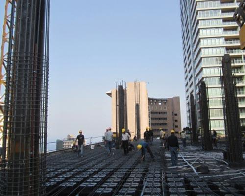 کارگران در حال اجرای سقف یوبوت