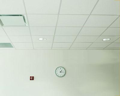 سقف کاذب کناف با نورپردازی و اجرای دریچه برای تهویه مطبوع و تاسیسات