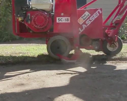 آماده سازی زمین و پاکسازی آن قبل از نصب چمن مصنوعی