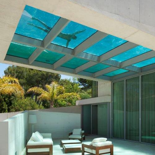 استخر کف شیشه ای در بام