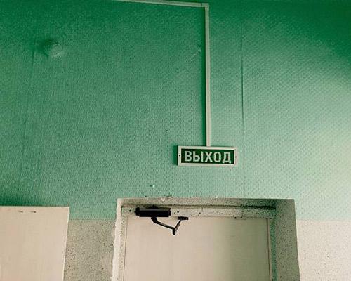 در این عکس یک درب ضد حریق استفاده شده