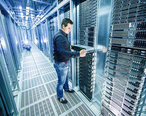 آدرس شبکه ای NAT ( مترجم ) برای اختصاص دادن یک مجموعه ای از IP ( ادرس شخصی به دستگاه ) در داخل شبکه . و برای ارتباط خارج از شبکه با استفاده از ISP ها به اینرنت متصل می کند.