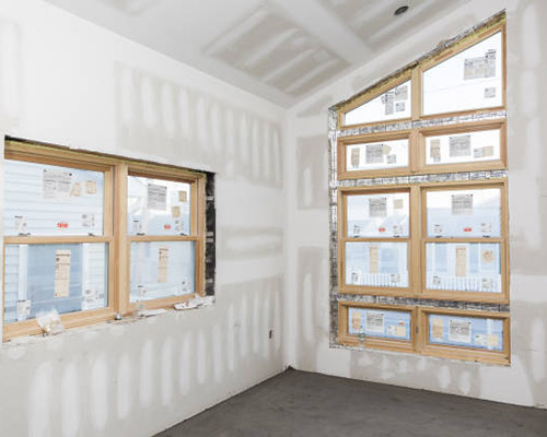 عایق پنجره را نشان می دهد که منجر به جلوگیری از ورود و خروج هوا می شود