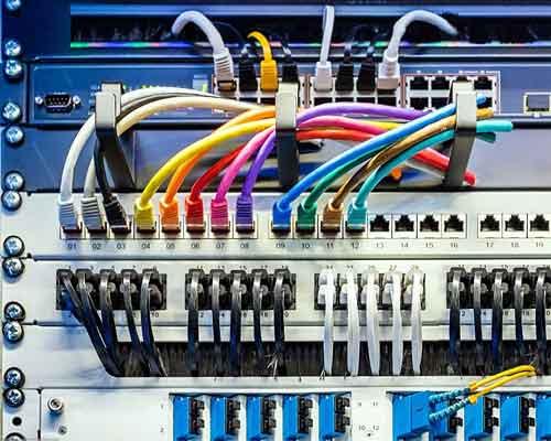 مودم به تنهایی اینترنت را در اختیار یک دستگاه می گذارد وروتر اینترنت را در شبکه پخش می کند.