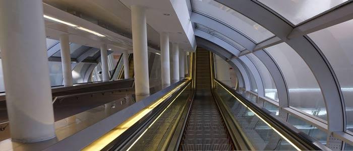 پله برقی یک راه پله قدرتمند الکتریکی - مکانیکی است که برای فواصل عمودی و کوتاه طراحی شده است. پله برقی ها در سراسر جهان استفاده می شوند تا رفت و آمد را در مکان هایی که استفاده از آسانسور ممکن نیست را آسان تر کنند.توانایی و مزیت های این تجهیز نسبت به آسانسور بسیار بالا است و جابجایی مقدار زیادی از جمعیت در حالی که در جای خود ایستادند را دارا می باشد.