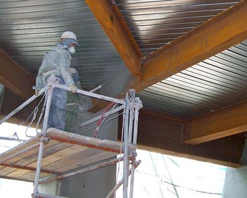 اجرای پوشش پاششی ضد حریق از طریق اسپری مواد سیمانی ، گچی و معدنی