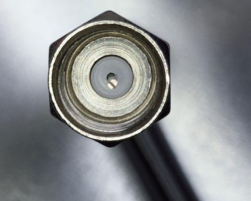این کابل شبکه دارای یک سیم در مرکز آن و یک لایه عایق که بر روی آن کشیده شده است و بروی عایق یک لایه سیم در هم بافته شده قرار دارد و بر روی این سیم ها یک لایه آلومینیوم سپر در برابر امواج خارجی و روکش کلی